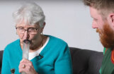 Interneta hits: Vecmāmiņa kopā ar mazdēlu pirmoreiz mūžā uzpīpē zāli