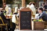 Viesstrādnieki Latvijā: arī viesmīlības nozare cer uz atvieglojumiem ārvalstnieku nodarbināšanai
