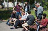 Organizāciju konflikta dēļ pārtrauc mentoru programmu bēgļiem, ziņo LTV