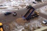 Жители Плявниеков вынуждены сами ремонтировать дорогу (+ комментарий РД)