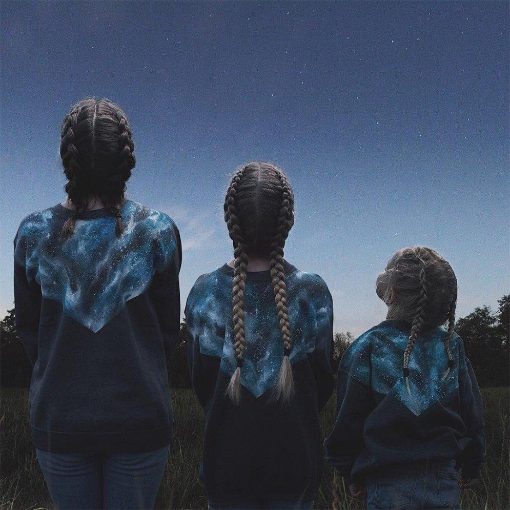 ФОТО. Мама, дочка и еще раз дочка — в милой фотосерии в одинаковой одежке