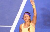 Dramatiskiem notikumiem bagātā finālā Azarenka atkārtoti triumfē 'Australian Open'