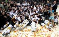 Artūrs Kulda un 'Wolves' izcīna AHL Kaldera kausu