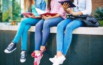 Kāpēc pusaudžiem neiesaka vilkt apspīlētus džinsus, bet meitenēm jāizvairās no 'stringiem'