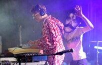 Pilna skatuve 'grēviņu': ar jestru ballīti izskan lielkoncerts 'Fono Cēsis'