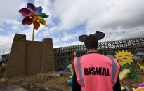 Benksijs noraida aizdomas par izstādes 'Dismaland' apmeklētāju izjokošanu