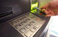 Tirgotāji uztraucas: novados likvidē bankomātus