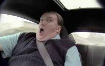 Video: maskējies NASCAR pilots izvizina auto pārdevēju