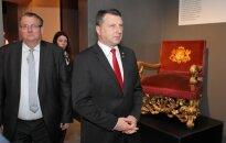 Foto: Valsts prezidents atklāj 68 muzeju kopizstādi 'Latvijas gadsimts'