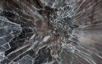 Инцидент в игровом зале: пьяный мужчина головой разбил стеклянную дверь