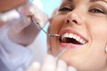 Video pamācība: Balti zobi mājas apstākļos tikai dažās minūtēs