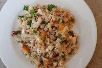 Bulgura, fetas un ziedkāpostu salāti