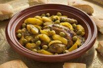 Vistas tadžīna ar kartupeļiem un olīvām