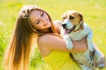 Suņa cienāšana ar tēju; ar kāmi uz kino... – tā mīlam dzīvniekus
