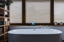 Minimālisms vannasistabā: priekšzīmīgi interjeri ar eleganci