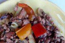 Makaroni ar kūpinātu gaļu