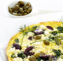 Omlete ar olīvām un feta sieru grieķu gaumē