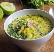 Puravu un vistas zupa ar kokosriekstu pienu