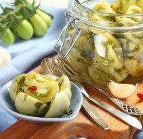 Pikantie zaļo tomātu salāti ar mārrutkiem