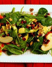 Spinātu salāti ar avokado un āboliem