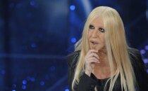 Nešpetna jokdare izķēmo Donatellas Versačes ģīmīti