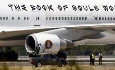 Smagā metāla grupas 'Iron Maiden' lidmašīna saduras ar evakuatoru; divi cietušie