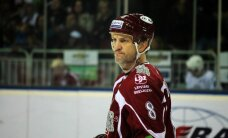 Ozoliņš pieliek punktu hokejista karjerai un iesaistās politikā