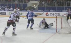 Rīgas 'Dinamo' noraidījums papildlaikā liedz izcīnīt uzvaru spēlē pret 'Lada'