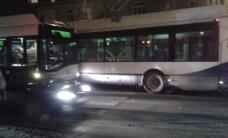 Foto: Kastrānes ielā saduras divi 'Rīgas satiksmes' trolejbusi