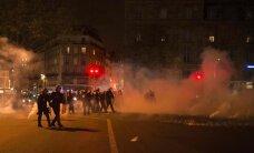 Protestos Francijā ievainoti 24 policisti, 124 cilvēki aizturēti