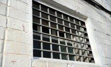 Lietā par audžumeitas izvarošanu prokurors pieprasa 15 gadus cietumā
