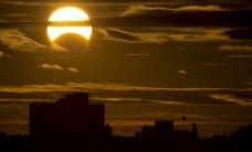 Video izlase: Kā Āzijā un Okeānijā bauda Saules aptumsumu