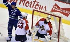'Panthers' 12 uzvaru sērija pārtrūkst Vankūverā