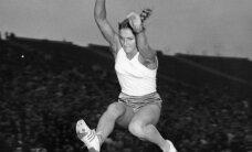 Mūžībā aizgājusi Melburnas olimpisko spēļu čempione tāllēkšanā