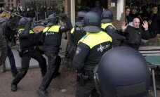 Amsterdamā izceļas sadursmes starp policiju un pret islāmu noskaņotajiem demonstrantiem