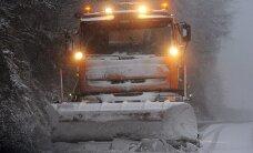 Sniegs daudzviet apgrūtina braukšanu