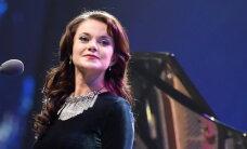 Elīna Šimkus noslēgusi līgumu ar starptautisku aģentūru 'CLB Management'