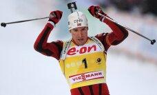 PK kopvērtējuma līderis Svensens izrauj uzvaru masu starta sacensībās biatlonā