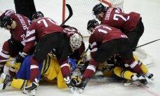 Foto: Latvijas hokejisti iepriecina fanus pasaules čempionāta ievadā