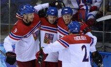 Čehijas hokejisti principiālā duelī uzvar Slovākiju un iekļūst ceturtdaļfinālā