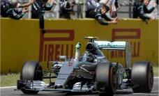 Rosbergs izcīna uzvaru F-1 sezonas noslēdzošā posma kvalifikācijas sacensībās