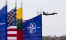 "В Шауляй прокралась пара ""самолетов-невидимок"" F-22 Raptor по цене с ""Замок света"""