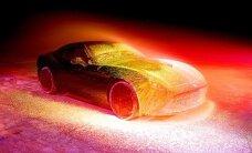 Mākslas projekts: Jaunam 'Ferrari' milzu ātrumā pūš virsū krāsu