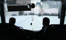 Sniegs un apledojums vietām Latvijā apgrūtina braukšanu