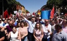 Foto: Tūkstošiem Albānijas opozīcijas atbalstītāju pieprasa premjera atkāpšanos