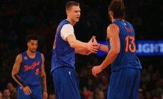 Porziņģa 22 punkti neglābj 'Knicks' no zaudējuma Ziemassvētku mačā