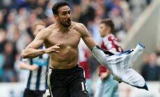 Newcastle United s Argentinian midfielder Jonas Gutierrez