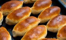 Novembra izaicinājums – pīrāgi un speķa rauši: kā tos pagatavot mīkstus un sulīgus