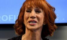 Par nocirstas Trampa galvas butaforiju peltā komiķe apsūdz Trampu viņas dzīves graušanā