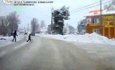 Video izlase no Krievijas: Vecāki ar bērniem uz ielām